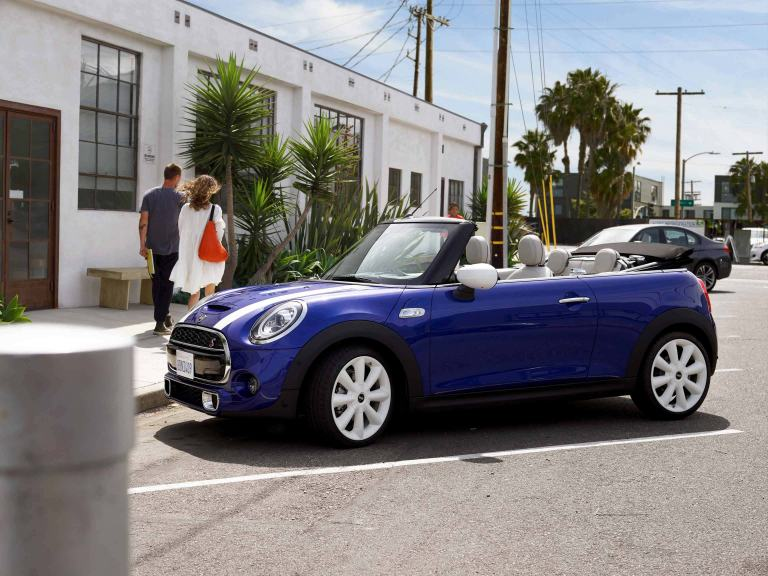 MINI Convertible – on the open road